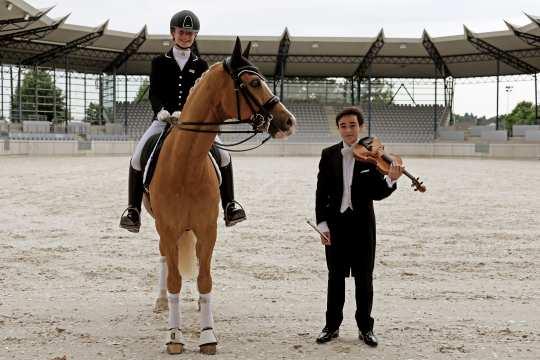 """Johanna Kullmann im Sattel von """"Casino Royale"""" und Enzo Kok. Foto: CHIO Aachen"""
