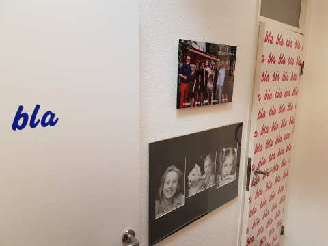 """Selbst die Toilettentüren im """"La Bécasse"""" zeugen vom Humor des Chefs. Welche Tür ist wohl für die Jungs?"""