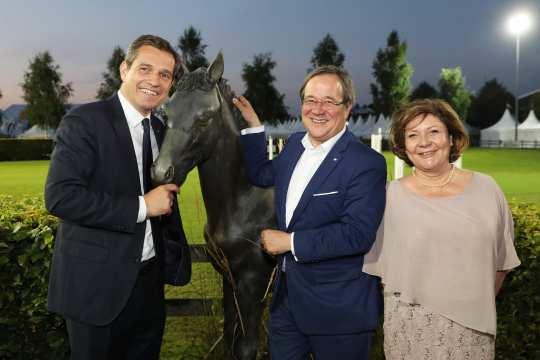 Michael Mronz und NRW-Ministerpräsident Armin Laschet mit Ehefrau Susanne (v. l.)
