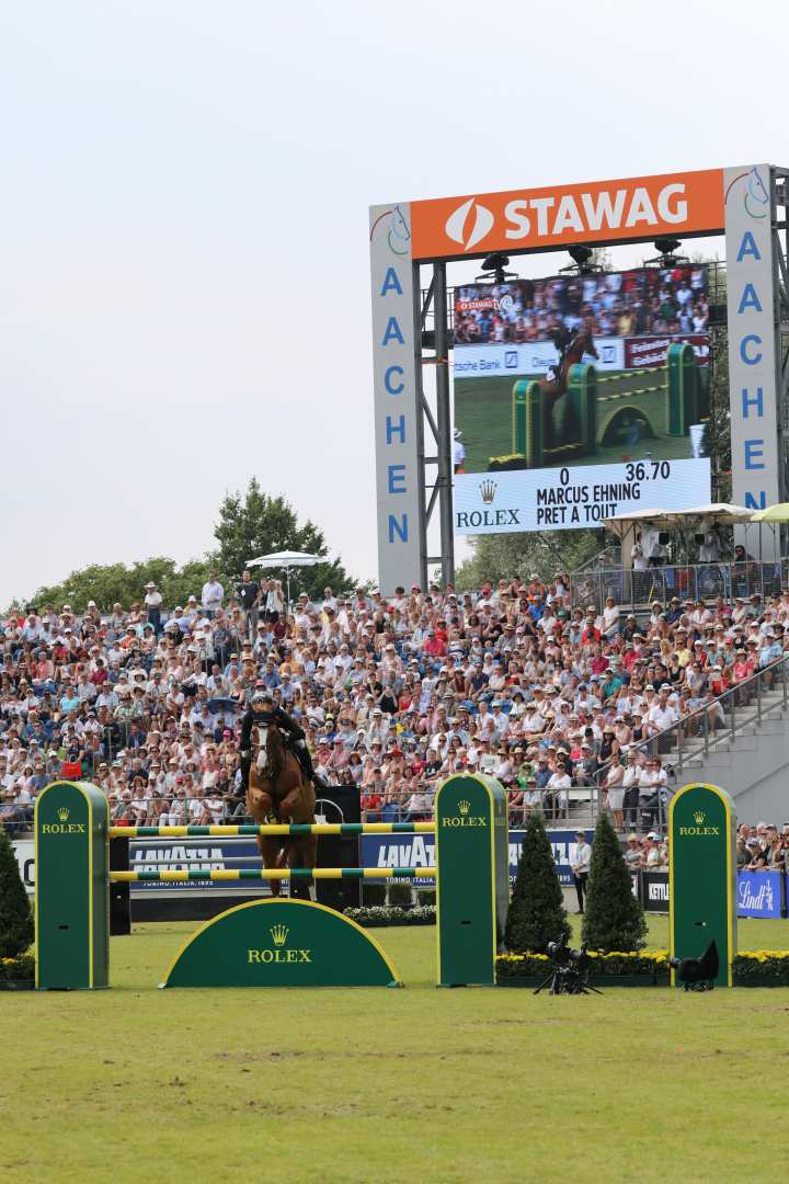 Marcus Ehning jumping over the Rolex obstacle. Photo: CHIO Aachen / Michael Strauch