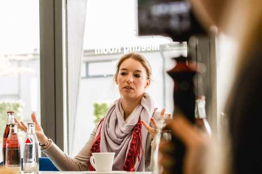 "Fabienne Müller-Lütkemeier im ""Blogger-Talk"". Foto: @fs_bildpoesie/ Franziska Sack"