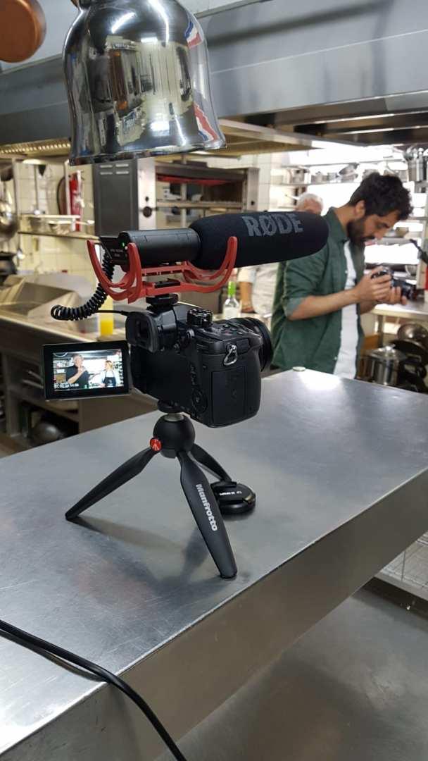Mehrere Kameras zeichnen das Kochen auf.