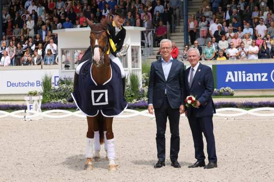 Isabell Werth is congratulated by Karl von Rohr, Deputy Chairman of the Executive Board of Deutsche Bank, and  Carl Meulenbergh. President of the Aachen-Laurensberger e.V.