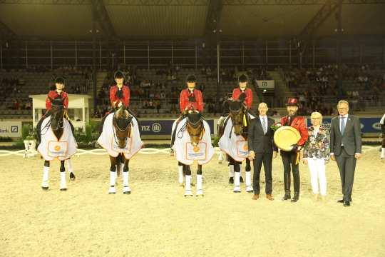 Marco Herwartz, (left), Caroline Fister-Hartmann and Frank Kemperman (right) congratulate the team.